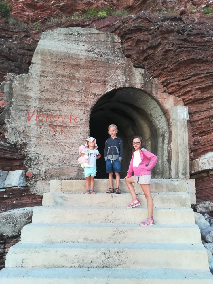 Tunel do plaży Devachen